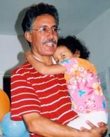 Hamma Hammami avec sa fille Sara, 2002. © AI